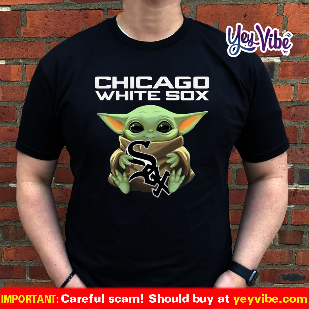 Baby Yoda Hug Chicago White Sox Shirt